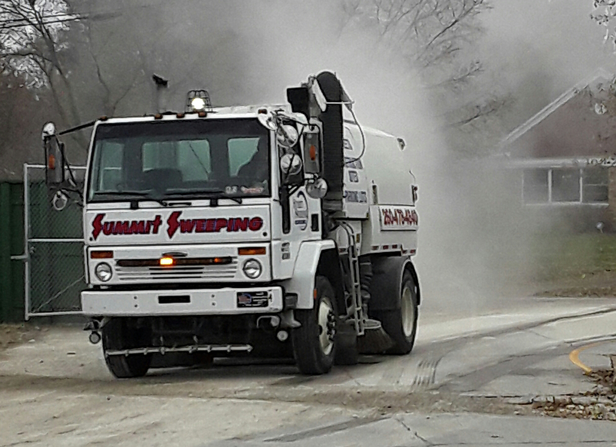 76003 2019 11 19 RS Dust off Street Sweeper